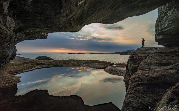 Bekhilderen - Grotte vest i havet